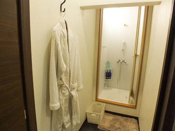 施術前にシャワーを浴びる事もできます。